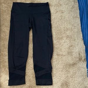 Black champion capri leggings w/ bottom detailing